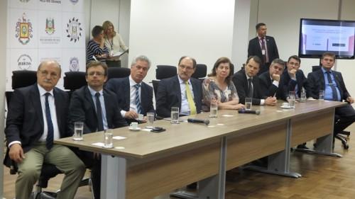 Autoridades acompanham apresentação técnica do aplicativo
